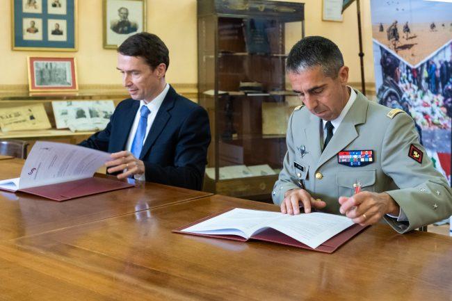 CentraleSupélec et Saint Cyr signent un accord de double diplôme