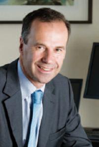 Gonzague de Villèle (HEC 75), Directeur général de la Banque Populaire Val de France.