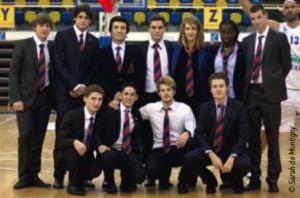 Les élèves de 1ère année accompagnés de Michael Tapiro (3ème en haut en partant de la gauche).