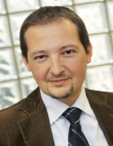 Philippe Arnaud (Maîtrise LEAAnglais-RusseenAffaires et Commerce, Master SpécialiséGestionFinancière, Essec 2013) est Directeur Financier de Véhiposte