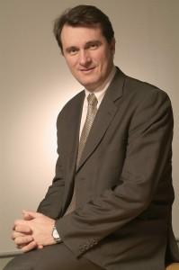 Frédéric Abbal (ECAM Lyon - INSEAD), Président de Schneider Electric France « Schneider Electric est une famille, l'entreprise a une vraie âme. Un stage ou une alternance dans nos équipes ne laisse pas indifférent. »