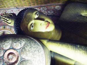 Bouddha couché et peintures murales au Temple d'Or