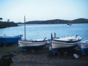 Barques devant la crique