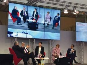 Table ronde sur les ETI au forum « Osons la France » avec de g. à d. : Jean-Luc Petithuguenin (Paprec ), John Persenda (Sphere ), l'animateur, Elizabeth Ducottet (Asmep -ETI) et Nicolas Dufourcq (Bpifrance ).