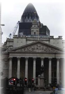Le célèbre « Gherkin » (cornichon) dominant la City londonienne