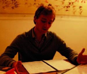 Adrien en pleine lecture ! © Antoine Cools