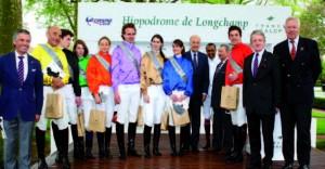 Course qualificative à Longchamp, 13 avril 2014, remportée par J .Serignac de l'E.N.A . Remise des prix par le Président de France Galop, Monsieur Bertrand Belinguier.