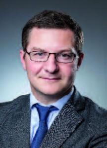 Jean-Charles Henry,  (DEA en droit public à Paris-II (1997), master en droit et management  à ESCP Europe (1998), LLM à la London School of Economics (2001),  avocat aux Barreaux  de Paris et Londres, membre du cercle  Montesquieu, de l'Agora des directeurs  juridiques, directeur  juridique de CGI © Paviot