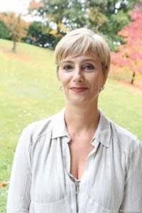 Valérie Desplanches, maîtrise de biologie université Paris-VI (85), ingénieur en sciences alimentaires–produits laitiers de l'IESIEL (87), vice président recherche & développement et qualité de la division Afrique, Danone