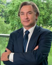 Jean Monin, pharmacien, (ESSEC 91), président d'Amgen France