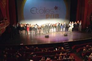 Les participants des Etoiles de la Pub tous réunis sur scène lors de l'édition 2013
