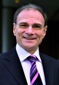 Jean- Pierre Bienaimé, (ESSEC 73, ENSPTT 76, Insead 93), Directeur de la stratégie et de la communication OpérateursFrance,Orangeet Président de l'UMTS Forum.
