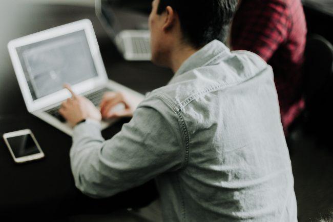 L'EDHEC et Ecole 42 Nice créent des doubles certifications dans les technologies et le management (c) unsplash