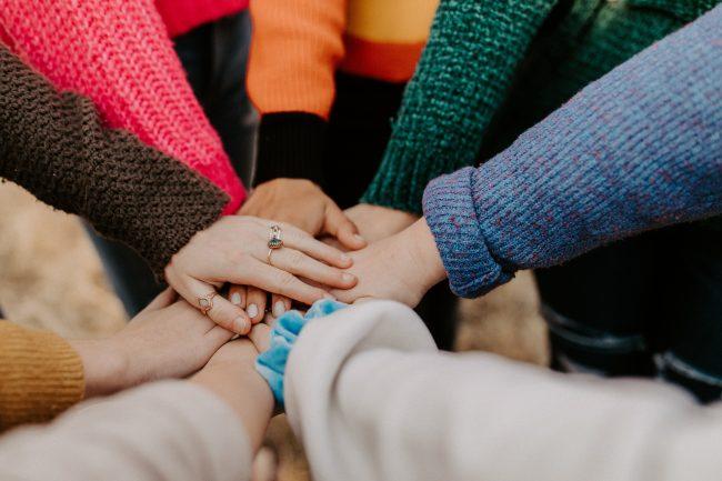 Excelia et l'Institut de l'Engagement scellent un partenariat pour accompagner des jeunes au parcours civique engagé (c) unsplash