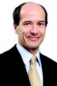 Xavier Girre (HEC 90, Maîtrise de droit des affaires 90, IEP 92, ENA 95) est Directeur Général Adjoint en charge des Finances du groupe La Poste.