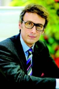 Stanislas Pottier (ESCP Europe 89, ENA 94) est Directeur du Développement Durable de Crédit Agricole SA.