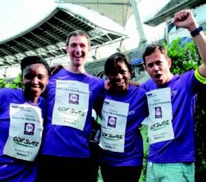 Les collaborateurs GDF SUEZ avant le relais 4x100 m Partenaires !