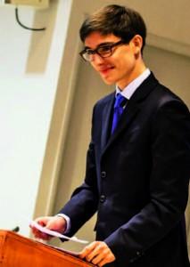 Sourire carnassier d'avant-discours…© Michael Voinis pour Purée Maison - FFD