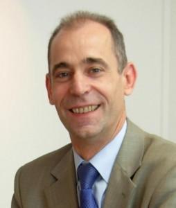 Yves Robillard, maîtrise de langues vivantes appliqués, diplôme de traducteur interprète, EMBA HEC