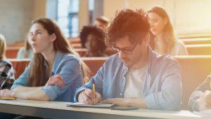 ESLSCA Business School Paris enrichit son offre destinée aux professionnels avec 4 nouvelles formations (c) AdobeStock