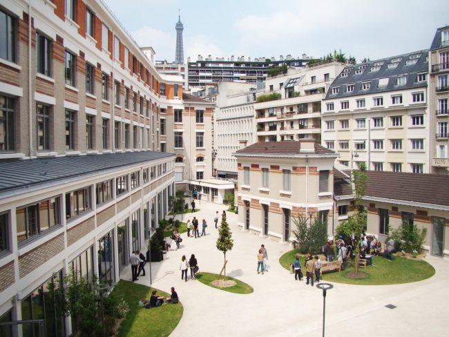 Aux étudiants de l'ESCE, le ministre Franck Riester confirme :  « Vous êtes les fantassins du déploiement économique de la France à l'international. (…)  On compte sur vos talents. »