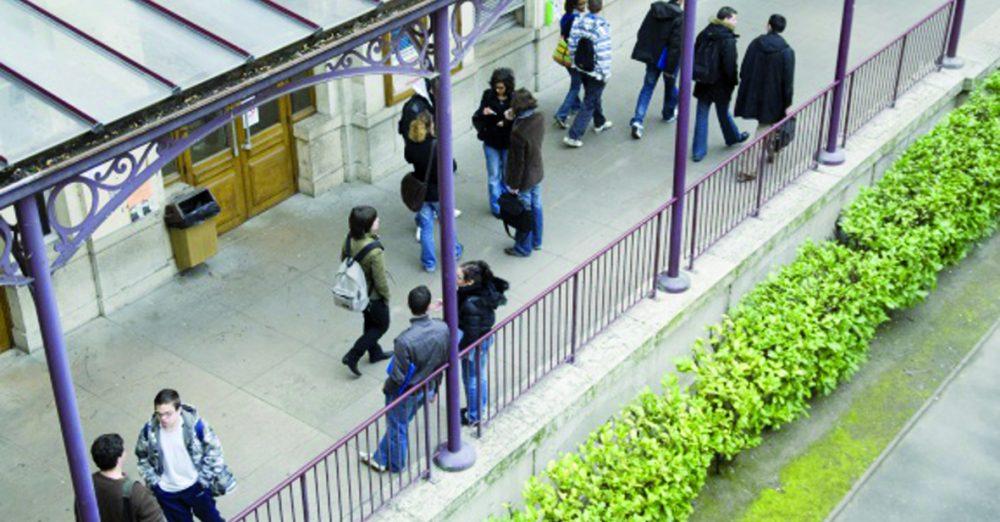 Coursive, campus Berges du Rhône. Chaque année, Lyon 2 accueille 28000 étudiants, dont 16 % d'étudiants internationaux.