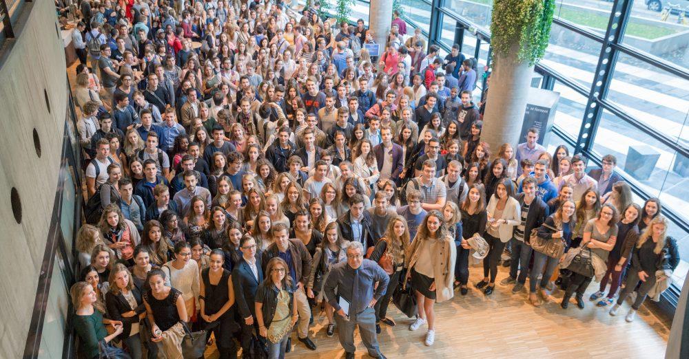 Ouverture, lien social et collectif : des piliers pour la communauté de Grenoble Ecole de Management, ici autour de Jean-François Fiorina, DGA de GEM - Crédit Agence Prisma / Pierre Jayet
