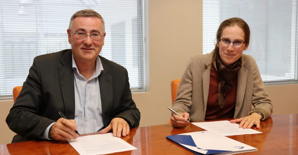 convention signée le 10 octobre 2018 par Anne Beauval, directrice déléguée d'IMT Atlantique, et Thomas Froehlicher, directeur général de Rennes School of Business
