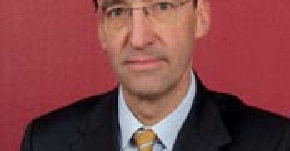 Laurent Marquet de Vasselot (Doctorat Assas, IEP Paris) est Avocat Associé au sein du Département Social de CMS Bureau Francis Lefebvre