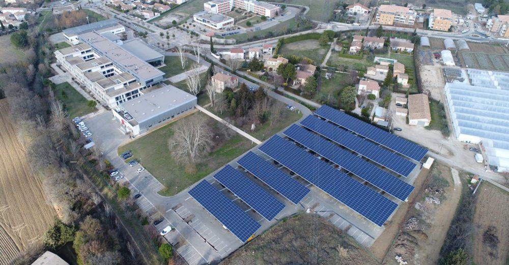 Ombrière sur le campus Georges Charpak Provence, Crédit photo : Quadran