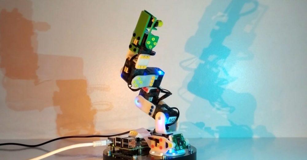 ©CESI  Ce bras robotisé permet aux étudiants de CESI de s'entrainer à la programmation
