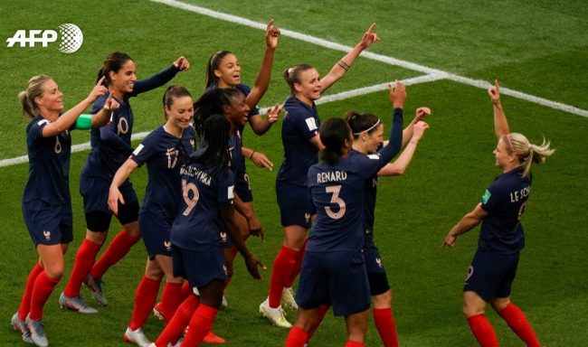 Le football féminin en attaque