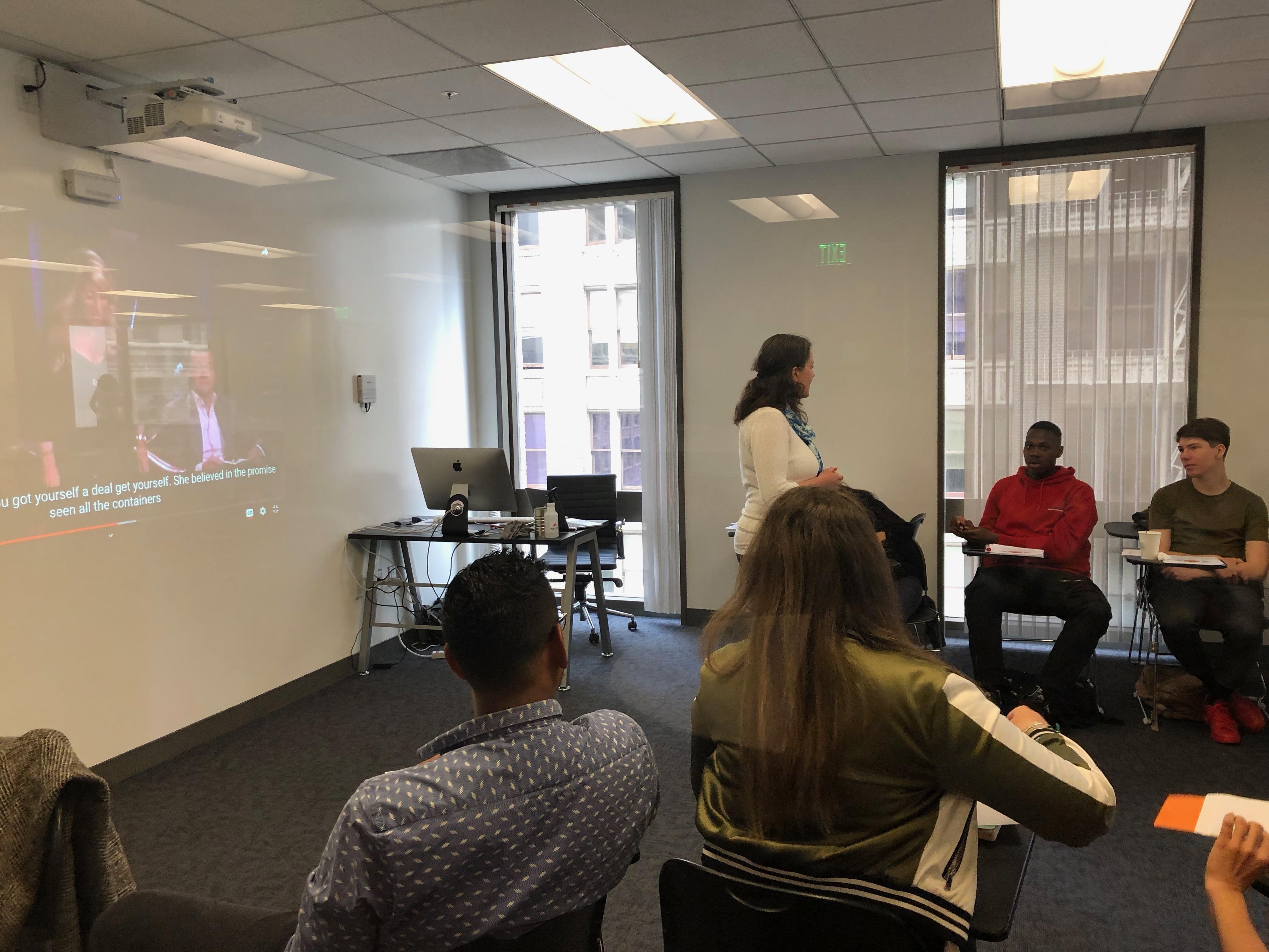Les étudiants d'INSEEC U. San Francisco en plein cours sur l'entrepreneuriat