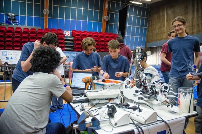 Grenoble INP, co-organisateur de la 5ème édition du concours international de robotique FIRST Tech Challenge pour les lycéens et collégiens