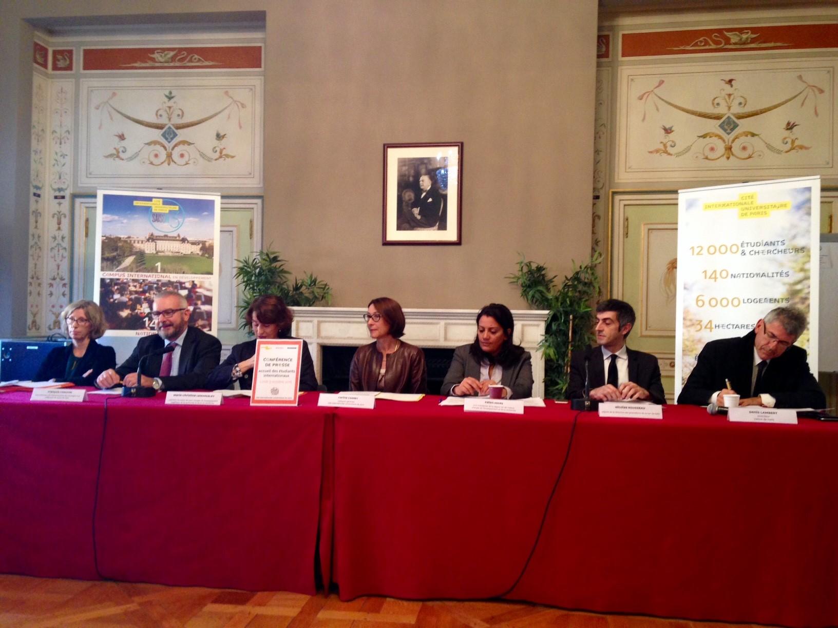 Les représentants des services publics présents sur la plateforme d'accueil de la CIUP.
