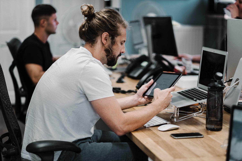 Business du numérique : la tête dans le cloud