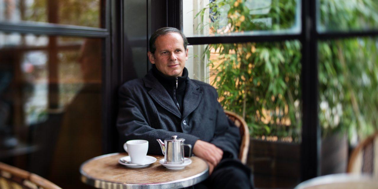 Rencontre avec J.R. dos Santos, écrivain du 3ème type