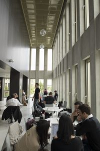 Hall du bâtiment T ©Jean-Marc Biais HEC Paris