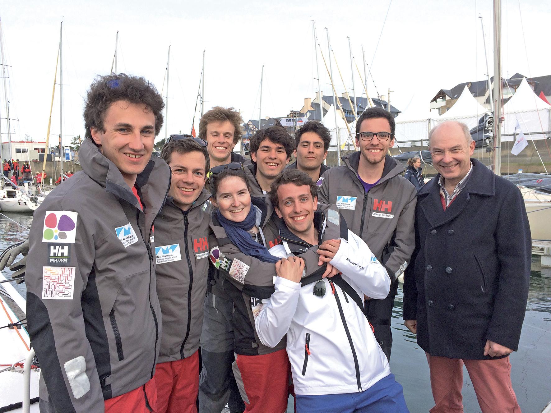 Paul Friedel, DG d'IMT Atlantique avec ses étudiants ©IMT Atlantique