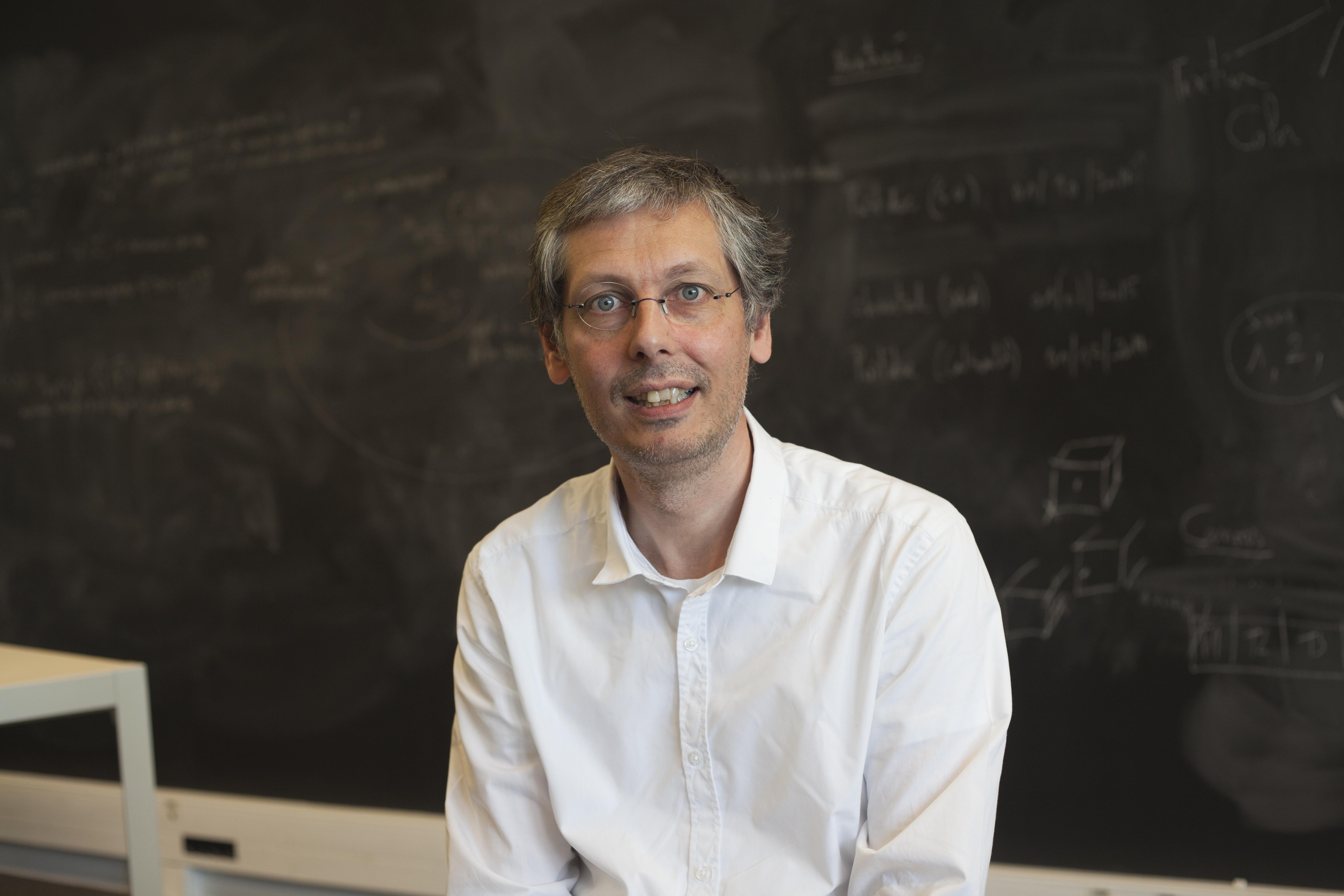 Le laboratoire ICS avec toute l'équipe et son directeur Pascal Frey, Ses laboratoires, Portrait de chercheur