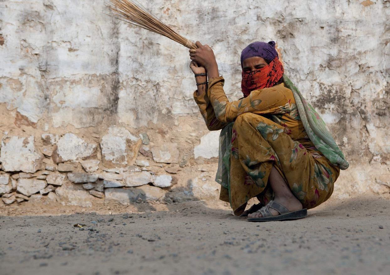 « Le monde flatte l'éléphant et piétine la fourmi » Proverbe indien