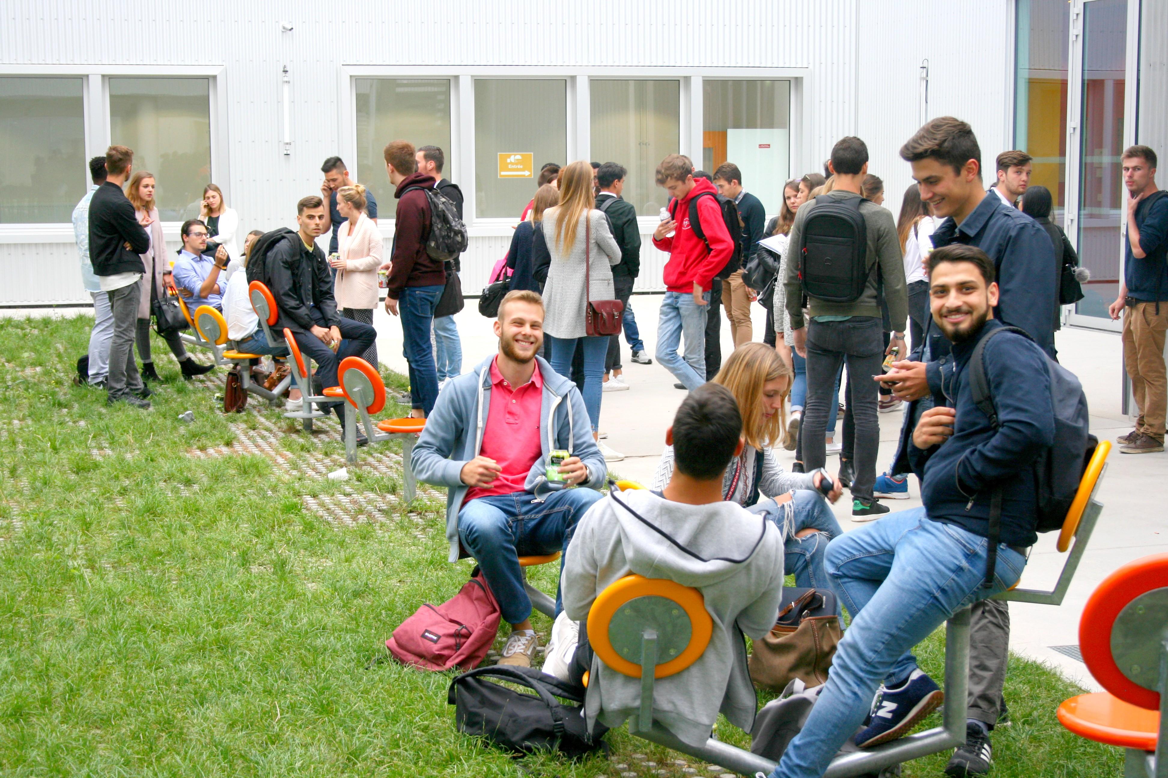 patio campus Artem