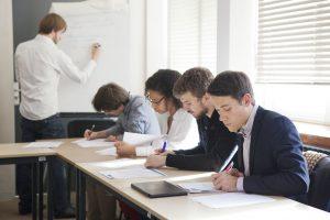 Quelle place pour les diplômés en sciences politiques au XXIe siècle ?