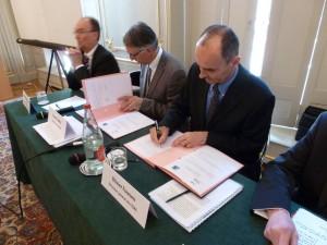 Signature de la 1ère convention du Groupe ISAE avec l'ENSMA