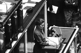 Simone Veil lors du vote de la loi en faveur de l'IVG à l'Assemblée nationale