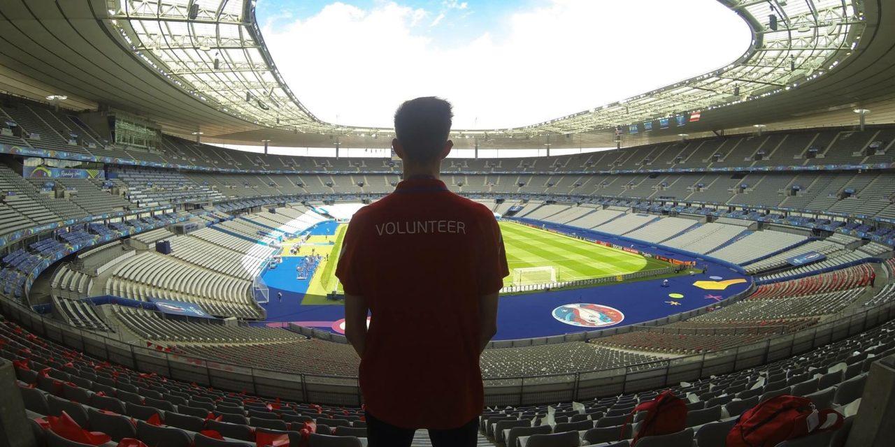 Entre Euro et JO, Antoine Griezmann et Teddy Riner : les étudiants bénévoles de la Sports Management School (SMS), « petites mains » des plus grands évènements sportifs.
